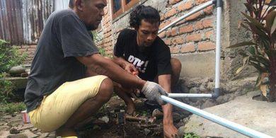 Sambil Menyelam Minum Air, Kiper PSIS Berolahraga Sambil Jadi Tukang