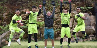 Yakin Liga 1 Bakal Bergulir Kembali, Pelatih Kiper Persib Pilih Tak Pulang Kampung