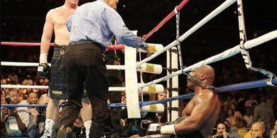 Trilogi Buntu, Evander Holyfield Hajar Pengirim Mike Tyson ke Alam Pensiun