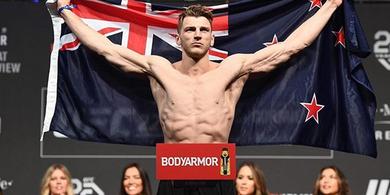 Jelang UFC 257 - Cuma 30 Detik, Tukang Gantung Setuju Eksekusi Si Anak Bau Kencur