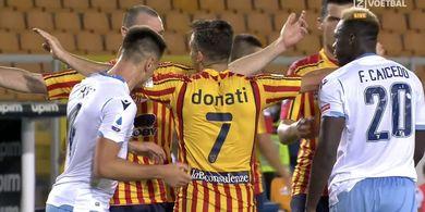 VIDEO- Bek Lazio Dikartu Merah Karena Gigit Pemain Lawan