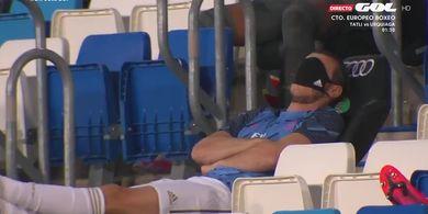 Tak Kunjung Bermain, Gareth Bale Ketiduran Pakai Masker di Mata Saat Laga Real Madrid Vs Alaves