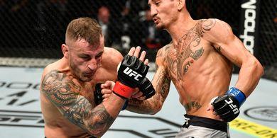 Juara Kelas Bulu UFC Yakin Bisa Bikin Manusia Senapan Mesin Macet
