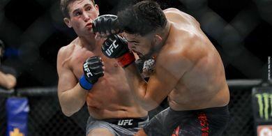 Lututnya Hancur Berantakan, Petarung UFC ini Masih Lanjut Sampai Akhir