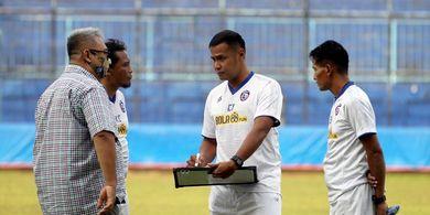 Arema FC Tak Cari Pelatih Fisik Baru, Kalau Pelatih Pengganti Mario Gomez?