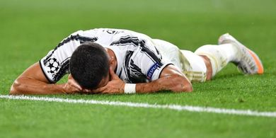 Juventus Tersingkir dari Liga Champions, Cristiano Ronaldo Nangis di Pelukan Chiellini