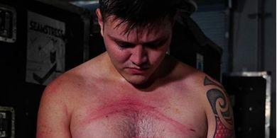 Usai Tanda Tangan Kontrak dengan WWE, Anak Rey Mysterio Disiksa Seth Rollins