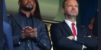 Patrice Evra Singgung Staf Man United yang Mulai Sombong
