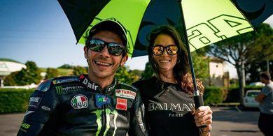 Bucin ke Pacar Jadi Penyebab Valentino Rossi Positif COVID-19?