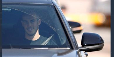 VIDEO - Gareth Bale dan Sergio Reguilon Tiba di London, Fan Tottenham Menyerbu