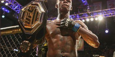 Israel Adesanya Bisa Jadi Juara UFC di Dua Kelas Berbeda Tahun Depan!