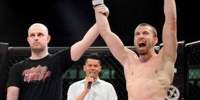 Hasil UFC 253 - Cukup 76 Detik, Petarung Slovakia Bikin Sejarah di Laga Debut