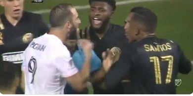 Debut Payah Eks Juventus Gonzalo Higuain, Gagal Penalti dan Ngamuk ke Lawan