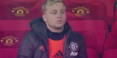 Solskjaer Jawab Kritikan Legenda Manchester United soal Van de Beek