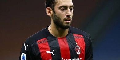 Hakan Calhanoglu Dikecewakan AC Milan, Manchester United Siap Angkut