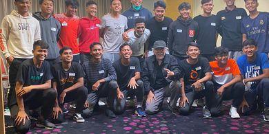 Iwan Fals Berikan Hiburan dan Motivasi ke Pemain Garuda Select