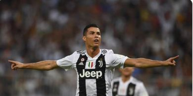 VIDEO - Gol Ronaldo yang Bawa Dirinya Jadi Manusia Tertajam di Bumi, Kiper Sampai Masuk Gawang