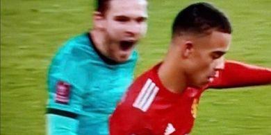 Trik Konyol Bek Liverpool Timbulkan Banyak Hinaan