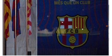 Belum Bisa Bernapas Lega, Kantor Barcelona Digeruduk Polisi Perkara Kampanye Presiden Klub