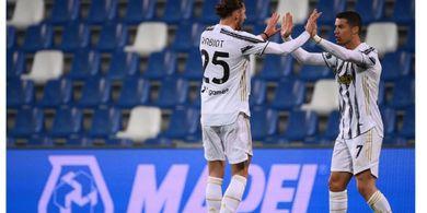 Manusia Serba-100, Ronaldo Cetak Rekor Baru di 3 Negara Berbeda