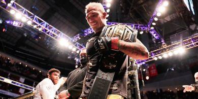 Usai Rebut Warisan Khabib, Charles Oliveira Siap Duel Lawan Conor McGregor dengan Syarat