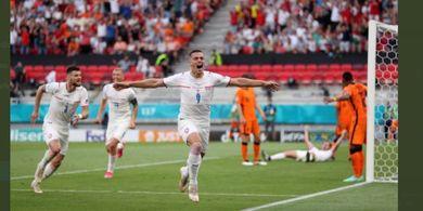 Man of the Match EURO 2020 - Tomas Holes, Kuat di Belakang, Tajam ke di Depan