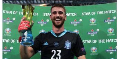 Man of The Match EURO 2020 - Dari Pecundang Jadi Pahlawan dalam 4 Hari, Unai Simon Serahkan Award ke Yann Sommer