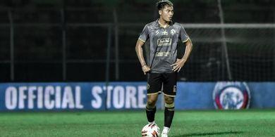 Bek Sayap Arema FC Bercerita Momen Duka dan Suka di Sepak Bola