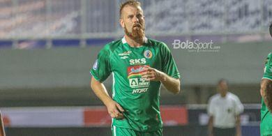 Bek PSS Persembahkan Gol ke Gawang Arema FC untuk Istri yang tengah Hamil di Serbia