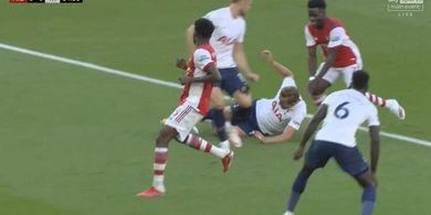 Harry Kane Sampai Menggelosor Demi Tahan Gol, Spurs Tetap Saja Keok Gara-gara Aksi Bocah Arsenal