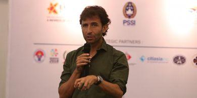 Keseharian Luis Milla yang Punya Kontrak Besar Membuat Eks Pegawai PSSI Keheranan