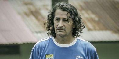 Kilas Balik Patricio Jimenez, Pengeksekusi Penalti dengan Mata Tertutup