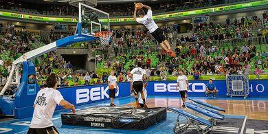Ini Dia Grup Paling Gila di Dunia Freestyle Basket!