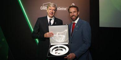 Kata Wenger, Kontrak Baru Bikin Mesut Oezil Terbuai di Zona Nyaman