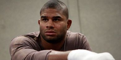 VIDEO - Terlampau Dahsyat, Dampak Pukulan Petarung UFC Ini Bikin Alistair Overeem Terpaksa Lakukan Operasi Plastik