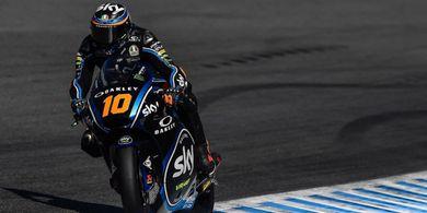 VIDEO - Adik Valentino Rossi Hempaskan Lawannya Hingga Jatuh