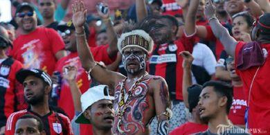 Pelatih Persipura Beberkan Perbedaan Suporter Indonesia dan Brasil