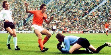 Hanya Karena 1 Pertanyaan dari Johan Cruyff, Hidup Pelatih Persib Bandung Berubah