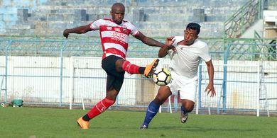 Madura United Akan Adu Pintar dengan Pelatih Arema FC