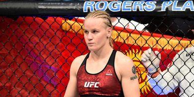 Tidak Fals Pegang Pistol, Petarung Buktikan Dirinya Wanita Paling Kejam di UFC