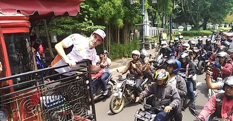 Gak Ada Capeknya, Marc Marquez Udah Keliling Kota Bandung Naik Bandros