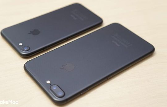 iPhone 7 Plus Black dan iPhone 7 Black