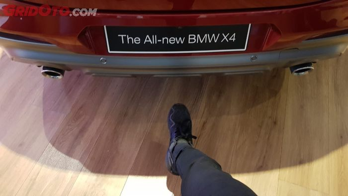 Fitur BMW Hands-Free Trunk Opening di BMW X4