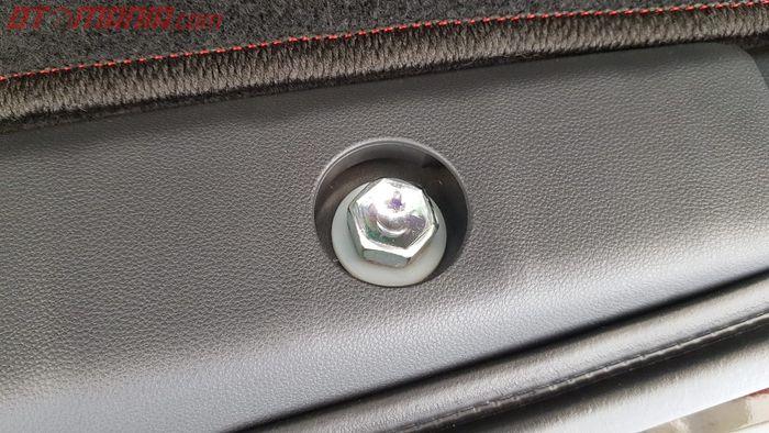 Baut Pembuka Ban Cadangan Toyota Avanza dan Toyota Veloz Terbaru
