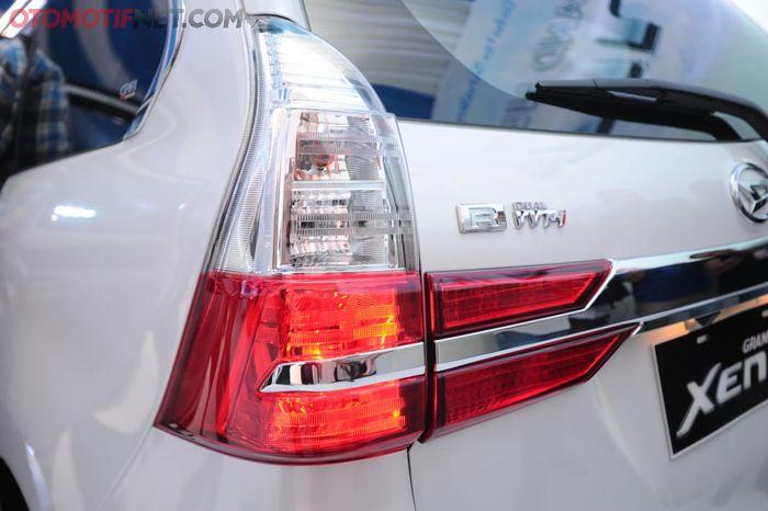 Daihatsu Great New Xenia . Lampu rem dan emblem tipe R