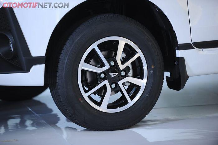 Daihatsu Great New Xenia. Pelek dan ban