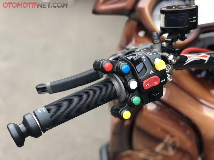 Saklar aftermarket warna-warni mirip kepunyaan MotoGP, punya fungsi berbeda-beda