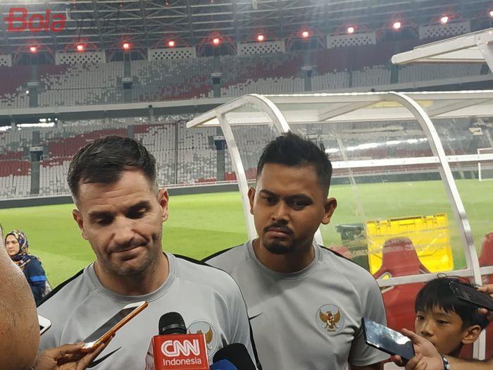 Pelatih timnas Indonesia, Simon McMenemy menjawab pertanyaan wartawan di Stadion Utama Gelora Bung Karno (SUGBK), Senin (2/9/2019).