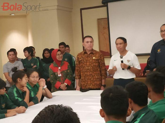 Ketua Umum PSSI, Mochamad Iriawan dan Menpora, Zainudin Amali berbicara di hadapan skuad timnas U-22 Indonesia dan timnas Indonesia Putri di Jakarta, Jumat (8/11/2019).