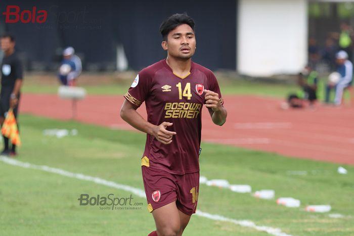 Bek PSM Makassar, Asnawi Mangkualam, ketika laga AFC yang mempertemukan timnya dengan Kaya Futbol Club–Iloilo di Stadion Madya, Senayan, Jakarta Selatan (10/3/2020)